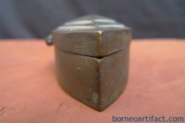 ANTIQUE JEWELRY / COIN / GOLD / BETEL NUT BOX Container Bunker Storage Borneo