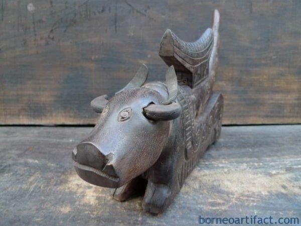 TORA TORA TORAJA Old Jewelry / Medicine Box CATTLE HORN Ancestral Statue Figure